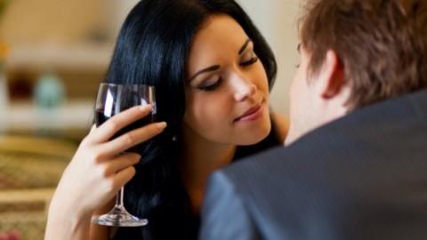Træt af online-dating? 8 steder hvor du kan date i virkeligheden