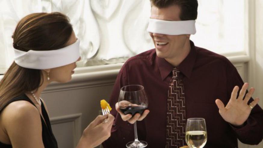 Dating med blindfold og spejl i Aarhus